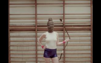 Imagen tomada del videoclip 'Off The Radar'